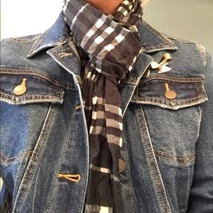 BURBERRY NAVY CHECK SILK/COTTON CRINKLE SCARF